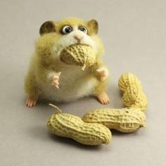 This felt hamster is made of high quallity merino wool, using needle felt techniques. Hamsters paws and nouse are made of polymer clay. Size is about 10 cm or Needle Felted Animals, Felt Animals, Cute Baby Animals, Felt Diy, Felt Crafts, Needle Felting Tutorials, Felt Mouse, Wet Felting, Felt Dolls