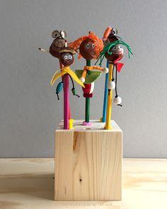 Kinder lieben es, etwas auf ihre Blei-und Farbstifte zu stecken: Radiergummis, Figürchen etc...Wie wäre es mit diesen witzigen Figuren...