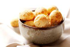mini pão de queijo temperado com páprica alho e pimenta