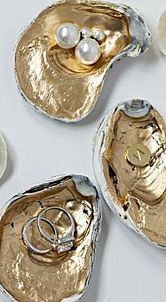 Gilded Oyster Shells - paint them to hold jewelry, desk supplies like paperclips. -bathroom accessories Gilded Oyster Shells - paint them to hold jewelry, desk supplies like paperclips. Seashell Art, Seashell Crafts, Beach Crafts, Seashell Ornaments, Seashell Painting, Stone Painting, Oyster Shell Crafts, Oyster Shells, Desk Supplies