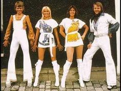 "ABBA was a Swedish pop group formed in Stockholm in 1970 which consisted of Anni-Frid ""Frida"" Lyngstad, Björn Ulvaeus, Benny Andersson and Agnetha Fältskog. Only ABBA could look good in disco clothes. Disco Fashion, 70s Fashion, Fashion History, Look Fashion, Queen Fashion, Fashion Trends, Moda Disco, Mama Mia, Does Your Mother Know"