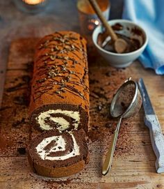 Chocolate and coffee swiss roll Chocolate coffee cake roll , i cant decide which cake roll to make for thanks giving , i think im sick with cake roll fever Chocolate Swiss Roll Recipe, Chocolate Recipes, Coffee And Walnut Cake, Coffee Cake, Coffee Menu, Coffee Signs, Coffee Break, Coffee Drinks, Morning Coffee