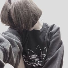 girl, adidas, and black image Grunge Style, Soft Grunge, Ulzzang Fashion, Korean Fashion, Girl Short Hair, Short Girls, Korean Girl, Asian Girl, Foto Top