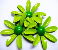 green vintage brooch green - this is very cute, I could use it as a drawer knob....or put a magnet on back and put on fridge.