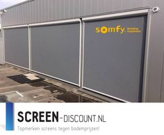 Ritsscreen geplaatst in Maastricht met somfy bediening en Sunis Sensor RTS.#zipscreen #opmaat #trend #jvszonwering #nederland #internetshop