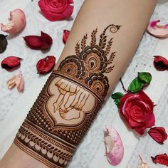 Image may contain: one or more people Wedding Henna Designs, Mehndi Designs Book, Henna Designs Feet, Modern Mehndi Designs, Mehndi Design Pictures, Mehndi Designs For Fingers, Latest Mehndi Designs, Baby Mehndi Design, Beautiful Mehndi Design