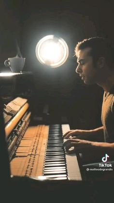 Piano Music Notes, Violin Music, Music Sing, Music Video Song, Good Music, Easy Piano Songs, Guitar Chords For Songs, Fille Gangsta, Le Piano