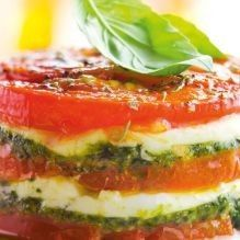 Tomato and mozzarella tower - Delicious Meets Healthy: Quick and Healthy Wholesome Recipes Mozarella, Tomate Mozzarella, Healthy Dishes, Healthy Cooking, Cooking Recipes, Party Snacks, Appetizers For Party, Tapas, Brunch Buffet