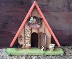 Decorative Bird Houses, Bird Houses Painted, Quick Crafts, Diy And Crafts, Wooden Key Holder, Bird House Feeder, Stick Art, Decoupage Vintage, Country Paintings
