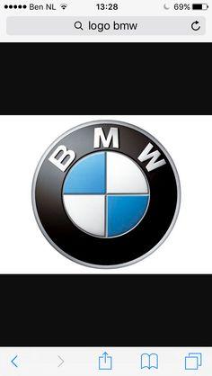 De alfbeelding heeft een licht donker contrast. Het heeft een witte tint en een lichtblauwe kleur als licht kleuren. Als donkere kleur heeft het een zwarte tint. De afbeelding heeft de vorm van een cirkel. Er staan ook nog letters in. Er staat BMW.
