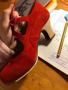 Qual o Preço?】→ Sapato Feminino Salto Baixo Vermelho