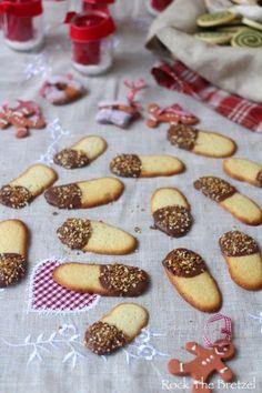 Bredeles 2015, partie 3 (Sablés bicolores au cacao, Spritzbredele coco / chocolat, Langues de chat pralinées)