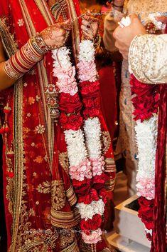 Indian Wedding Garland The Bride – Barbara Jones Wedding Ceremony Ideas, Indian Wedding Ceremony, Tamil Wedding, Wedding Mandap, Desi Wedding, Indian Wedding Flowers, Flower Garland Wedding, Indian Wedding Photos, Floral Garland