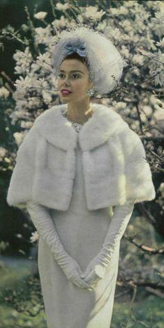 1962 Jean Patou White wonderland for winter beauty. Vogue Vintage, Vintage Fur, Vintage Bridal, Vintage Glamour, Vintage Ladies, 1960s Fashion, Fur Fashion, Vintage Fashion, Winter Fashion