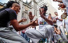 Capoeira Arte Daily. The Worlds best Capoeira Culture Pix.  DM @CapoeiraArte or use #capoeiraarte for shoutouts! Credit: @hertzoliveira  #capoeiraarte #capoeira #capoeiralife #capoeiraregional #capoeiragem #capoeiralifestyle #capoeirista #motivation #capoeiralove #axé #grandeaxe #energia #brazil #ginga #instapic #vadiacao #vadiar #instagood #instacapoeira #picoftheday #instamood #joga #instadaily #rabodearreia #temjogo #maniadevadiar