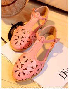 รองเท้าแฟชั่น สีชมพู หัวลายดอกไม้สวยงาม หุ้มส้น เพื่อความสะดวกในการเดินแต่ละท่วงท่า