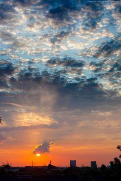 Ihr mögt Sonnenuntergänge? So sollt Ihr einen haben, wenn sie schon mal wieder da ist ;-) Guckt raus - so sieht´s aus! https://www.facebook.com/derdort/photos/a.623098854405203.1073741840.609538415761247/899031706811915/?type=1