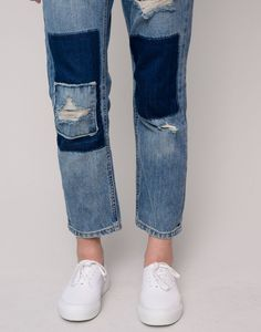 RIPPED AND PATCHED GIRLFRIEND FIT JEANS - JEANS - WOMAN - PULL&BEAR Turkey