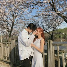 Find images and videos about love, style and couple on We Heart It - the app to get lost in what you love. Couple Relationship, Cute Relationship Goals, Ulzzang Couple, Ulzzang Girl, Cute Couples Goals, Couple Goals, Korean Couple Photoshoot, Korean Best Friends, Pose Reference Photo