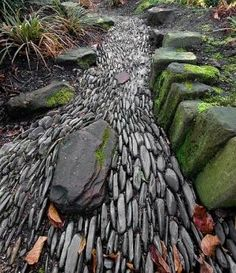 stone path--gives the illusion of rushing water - definitely good for the dry river bed Garden Beds, Garden Paths, Garden Art, Fence Garden, Rain Garden, Garden Stream, Stream Bed, Potted Garden, Terrace Garden