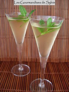 I offer a cocktail that can go wonderfully with your appetizers as an aperitif … Have you ever experienced the great thrill? So try this delicious Creole cocktail; o]] FRISSON CREOLE For 2 people: – 6 mint leaves … Healthy Cocktails, Refreshing Cocktails, Fun Cocktails, Cocktail Drinks, Snowball Cocktail Recipe, Strawberry Banana Milkshake, Rumchata Recipes, Happy Drink, Best Cocktail Recipes