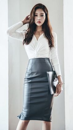 Sexy Blouse, Blouse And Skirt, Faux Leather Skirt, Leather Dresses, Sexy Outfits, Fashion Outfits, Vinyl Dress, Pencil Skirt Outfits, Dressy Skirts
