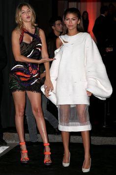 Zendaya y Gigi Hadid. Runway Fashion, Fashion Outfits, Womens Fashion, Zendaya Street Style, Estilo Zendaya, Zendaya Outfits, Elegant Outfit, Models, Well Dressed