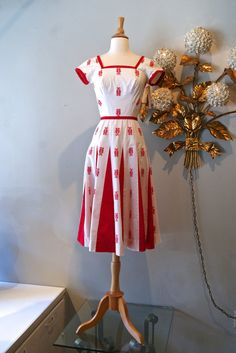 50s Dress / Vintage 1950s Novelty Seahorse Cotton by xtabayvintage, $198.00