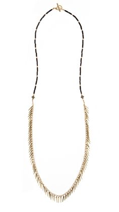feather fringe and wooden beads; a necklace born to be worn on the beach.