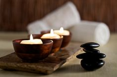 Need to relax but can't afford a day at the spa? I love Breathe Magazine's idea for a Home Day Spa. You set aside a day of spa activities, a. Good Massage, Massage Room, Massage Therapy, Massage Tips, Spa Therapy, Thai Massage, Face Massage, Massage Techniques, Spa Weekend
