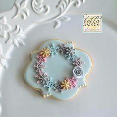 Snowflake border cookies