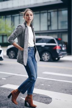 what to wear to dinner in jeans, t-shirt, plaid blazer, brown suede boots