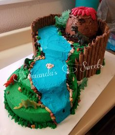 Dinosaur cake complete with a Volcano 🙌 5th Birthday Cake, Dinosaur Birthday Cakes, Dinosaur Cake, Boy Birthday, Birthday Ideas, Dinasour Party, Pear And Chocolate Cake, Volcano Cake, Dino Cake