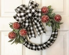 38 Festive Rustic Farmhouse Christmas Decor Ideas to Make Your Season Both Merry and Bright - The Trending House Farmhouse Fall Wreath, Farmhouse Christmas Decor, Rustic Farmhouse, Front Door Christmas Decorations, Holiday Wreaths, Winter Wreaths, Spring Wreaths, Summer Wreath, Buffalo Plaid Christmas Ornaments