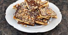 Saltine Toffee Cookies Candy Recipes, Baking Recipes, Cookie Recipes, Dessert Recipes, Bar Recipes, Skinny Recipes, Dessert Bars, Toffee Cookie Recipe, Toffee Cookies