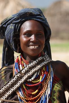 smile from Afrika Tribal People, Tribal Women, Beautiful Black Women, Beautiful People, Life Is Beautiful, We Are The World, People Around The World, African Beauty, African Fashion