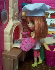 Blythe Littlest Pet Shop and the L'il Woodzeez Tickle Your Taste Buds Bakery.