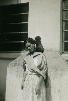 codeines:    Frida Kahlo with her monkey Fulang Chang
