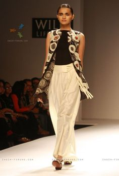 Designer Poonam Bhagat Wills Lifestyle India fashion week 2013