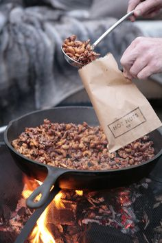 Hot Nuts Bbq Party, Yard Party, Soirée Bbq, Winter Fire, Winter Parties, Harvest Party, Outdoor Parties, Bonfire Parties, Outdoor Party Foods