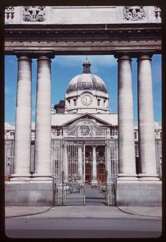 Wonderful Color Photographs of Dublin: In American photographer Charles Cushman visited Ireland & captured wonderful photos of its capital, Dublin, on color slides. Then And Now Photos, Dublin City, Romantic Photos, Dublin Ireland, Vintage Photographs, Old Pictures, Taj Mahal, Things To Come, Street