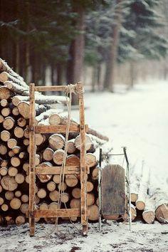 Feuerholz und Schlitten