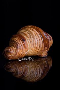 How to make butter croissants - Gourmétier Ham And Cheese Croissant, French Croissant, Butter Croissant, Croissant Recipe, Bread And Pastries, French Pastries, Best Bread Recipe, Bread Recipes, Making Croissants