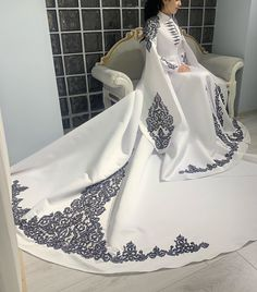 Elegant Dresses, Pretty Dresses, Beautiful Dresses, Royal Dresses, Ball Dresses, Old Fashion Dresses, Fashion Outfits, Fantasy Gowns, Queen Dress