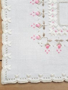 Beautiful embroidered little tablecloth in white linen from Sweden Hardanger Embroidery, Paper Embroidery, Embroidery Patterns, Crochet Doily Patterns, Crochet Flowers, Crochet Doilies, Point Lace, Sewing Art, Tatting Lace