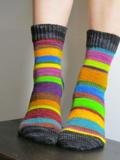 lankahullaannus, love the stripes, no pattern, knitted with left over yarn. Crochet Socks, Knit Socks, Knitting Socks, Hand Knitting, Knit Crochet, Knitting Stiches, Knitting Patterns, Rainbows, Ravelry