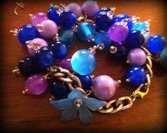Bracciale perle blu e rosa con catena dorata