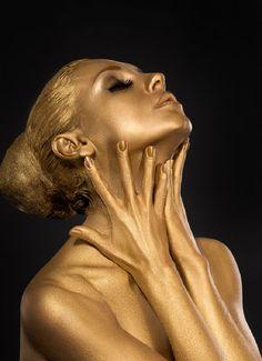 Am 50 de ani, dar arăt de parcă aș avea 35! Secretul este simplu: aplic masca de aur preparată acasă și hidratez fața cu... - Fasingur Aur, Statue, Sculptures, Sculpture