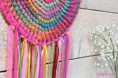 Dromenvanger haken? Met het mooie garen Mille Colori Socks & Lace Luxe maak je eenvoudig zo\'n prachtig accessoire. Lees snel verder voor het patroon...