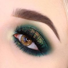 The ultimate green smokey eye inspired by the one and only @staceymariemua 🍭 Product
